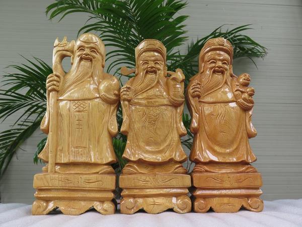 Những bức tranh, tượng gỗ đem lại may mắn cho gia chủ